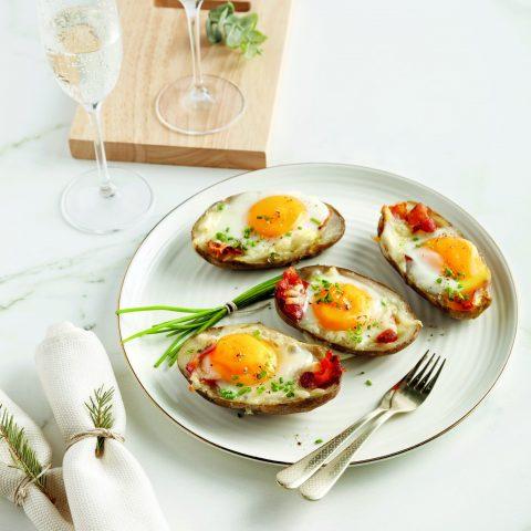 51108-Pommes de terre farcies au cheddar, bacon et œufs