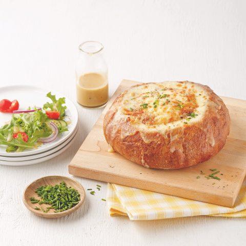 51205_Quiche aux oignons dans un bol de pain