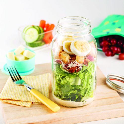 Salade césar aux oeufs en pot