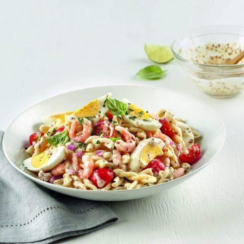 Salade de pâtes aux oeufs et crevettes