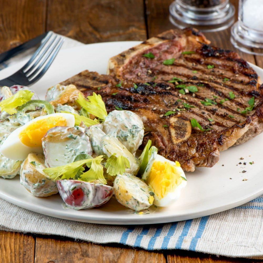 bifteck-daloyau-et-salade-de-pommes-de-terre-estivale