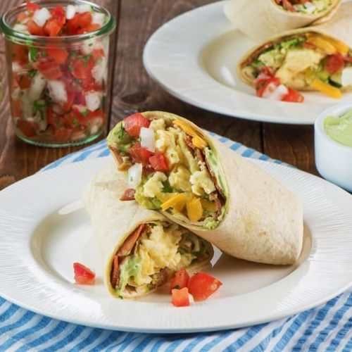 breakfast-burrito-with-bacon-and-egg-guacamolecms