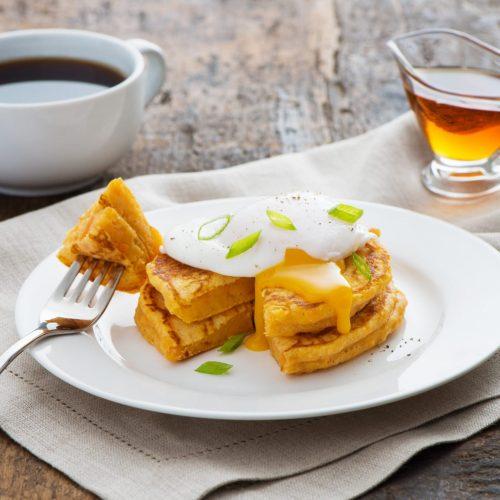 crepes-aux-patates-douces-avec-oeufs-poches