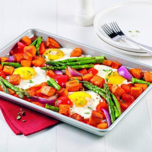 legumes-et-oeufs-sur-plaque-scaled
