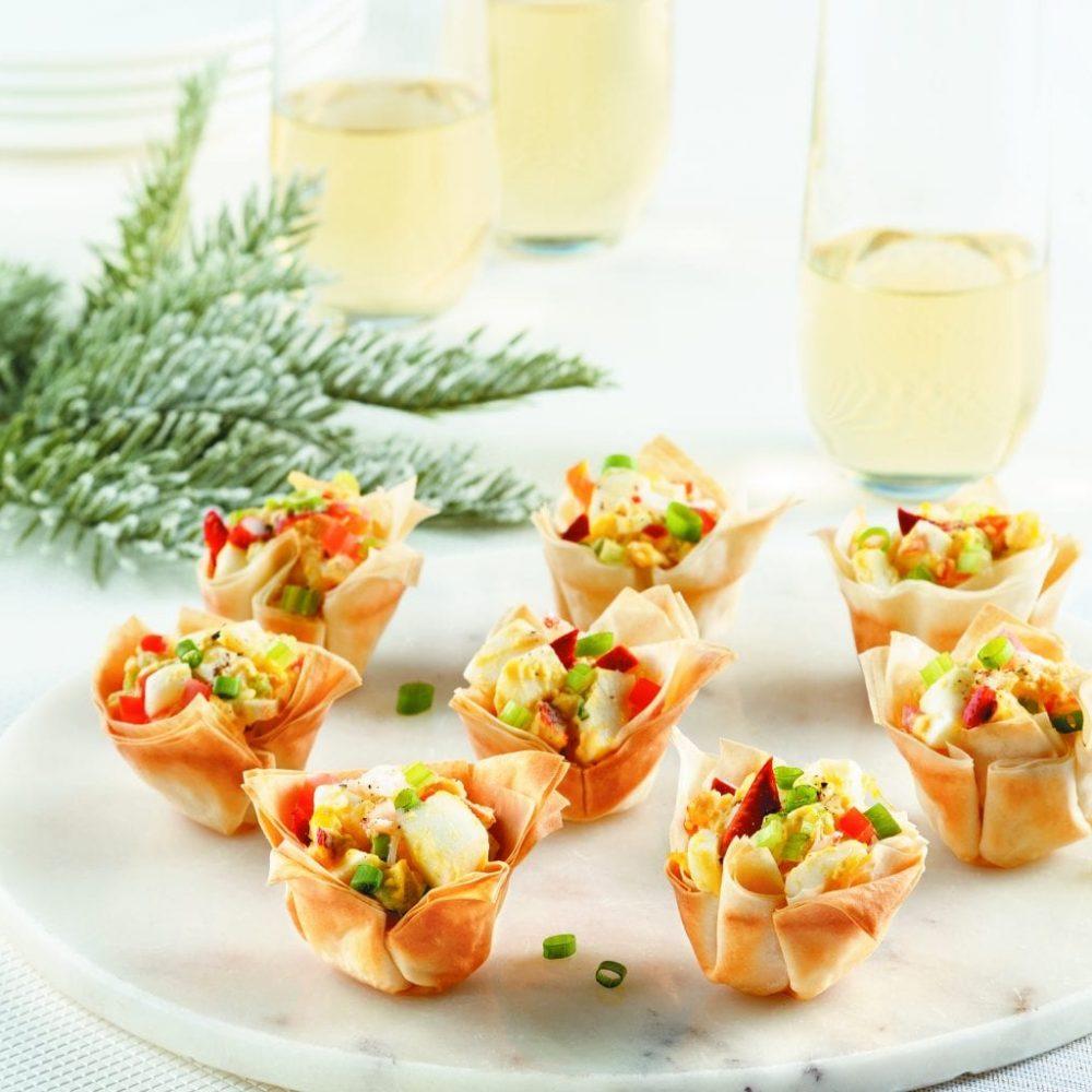 mini-coupelles-style-guedilles-aux-oeufs-et-homardsw