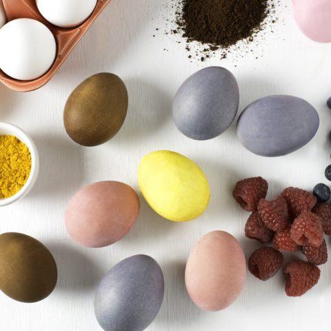 oeufs-cuits-durs-colores-naturellement