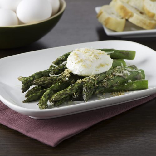oeufs-poches-sur-asperges-grillees