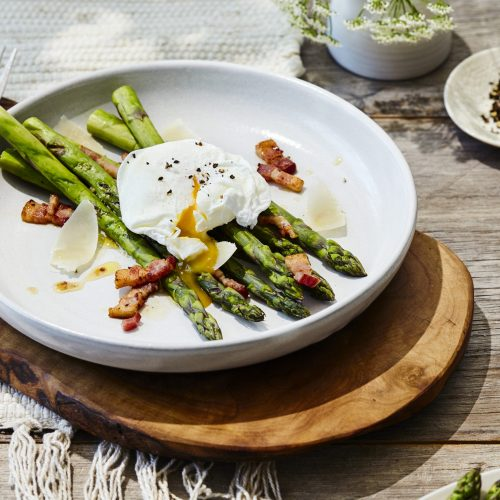 poached-egg-asparagus-and-bacon-vinaigrette