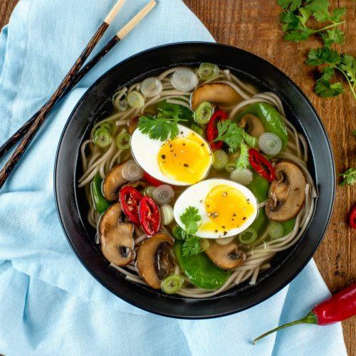 soupe-aux-nouilles-soba-aux-epinards-et-champignons